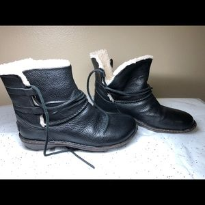 Ugg Caspia in like new conditions (used 1 day)